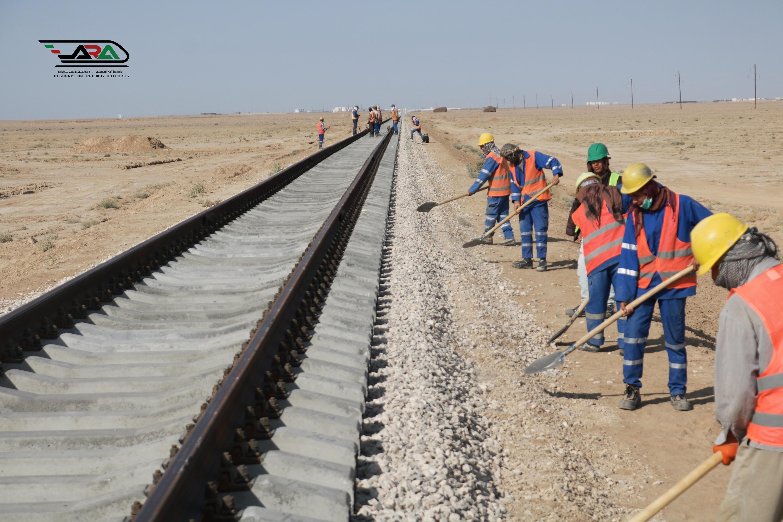روند ساخت خط آهن آقینه- اندخوی جریان دارد  و در حال حاضر بیشتر از 85 درصد کار ساختمانی این پروژه تکمیل شده است. پروژه خط آهن آقینه - اندخوی 31  کیلومتر طول دارد و قرار است تا چند ماه دیگر کارهای باقیمانده آن تکمیل و به بهرهبرداری سپرده شود.
