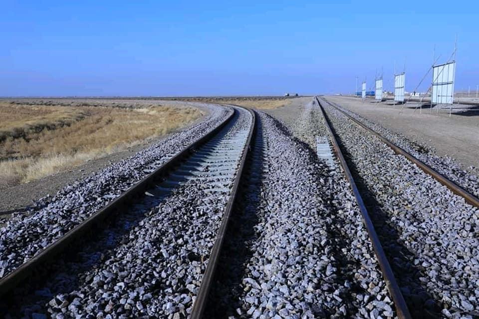 خط آهن خواف – هرات؛ محرک اتصال و انکشاف منطقهیی  خط آهن خواف – هرات که یکی از مهمترین پروژههای اتصال منطقوی میباشد، بهرهبرداری از آن توسعه اقتصادی، رفاع اجتماعی و افزایش تجارت و ترانزیت را در پی خواهد داشت.